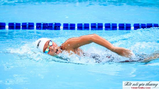 """Bơi lội được xem là """"môn thể thao vua"""" đối với sự phát triển chiều cao"""