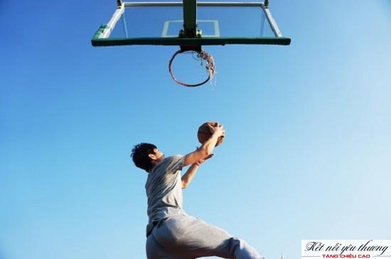 Tập luyện bóng rổ góp phần củng cố và tăng mật độ khoáng xương trong cơ thể