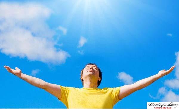 Thường xuyên tiếp xúc với ánh nắng mặt trời để tăng chiều cao