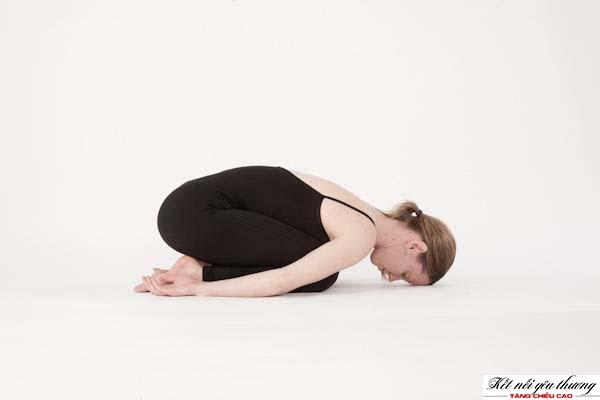 yoga-tu-the-em-be-giup-tang-chieu-cao-truoc-khi-ngu