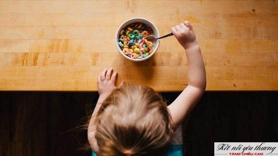 Bổ sung ngũ cốc giúp tăng chiều cao cho trẻ 2 tuổi.