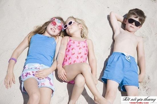 Tắm nắng giúp bổ sung vitamin D cho cơ thể