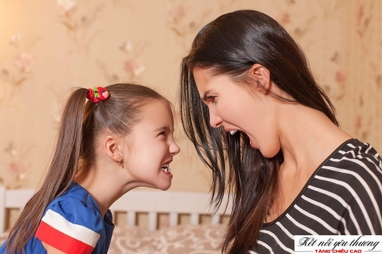 Thay đổi tâm sinh lý tuổi dậy thì khiến khoảng cách giữa cha mẹ và con cái lớn hơn