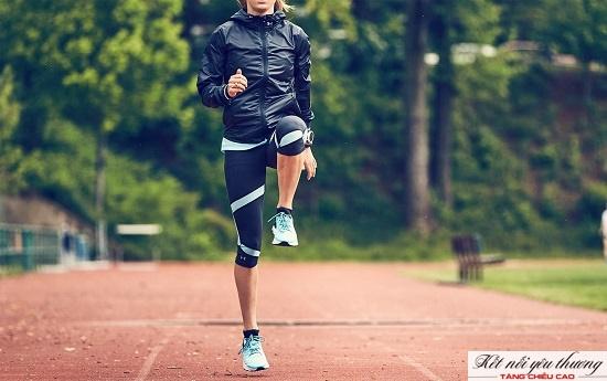 Đừng quên khởi động thật kỹ trước khi chạy để tránh chấn thương