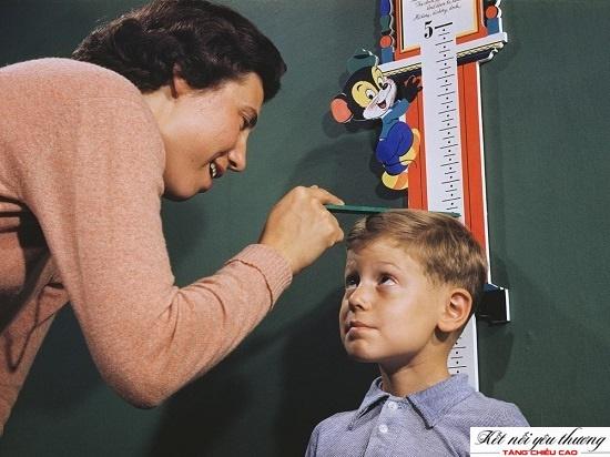 Nên kiểm tra chiều cao cho con mỗi tháng