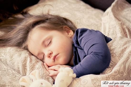 Tăng chiều cao cho trẻ 2 tuổi bằng cách cho bé ngủ giấc dài từ 11 - 12 giờ mỗi đêm