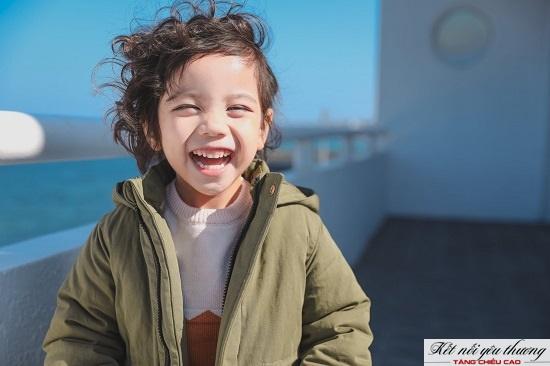 Trẻ sống trong môi trường vui vẻ, hạnh phúc sẽ có khả năng phát triển tốt hơn