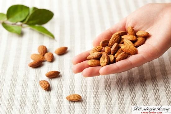 Hạnh nhân chứa nhiều chất dinh dưỡng tham gia vào quá trình tăng chiều cao
