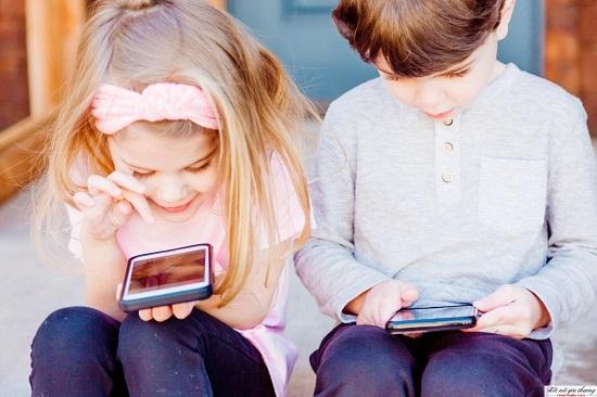 Sử dụng thiết bị điện tử quá nhiều khiến trẻ lười vận động và ăn uống không đảm bảo