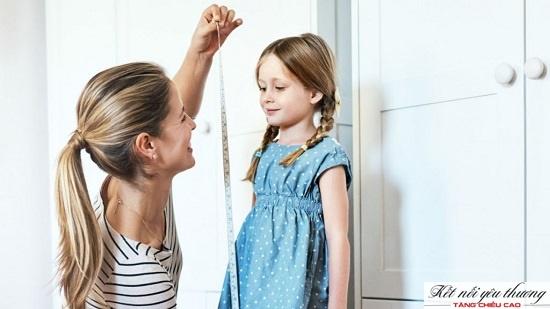 Làm thế nào để biết được chiều cao của bé gái nhà bạn đã đạt chuẩn hay chưa?