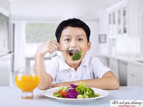 Kết hợp chơi cầu lông với chế độ ăn uống, nghỉ ngơi khoa học giúp chiều cao tăng trưởng tốt