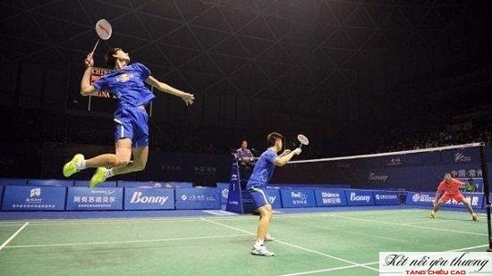 Việc thường xuyên bật nhảy lên cao khi chơi cầu lông rất có lợi cho tăng trưởng chiều cao